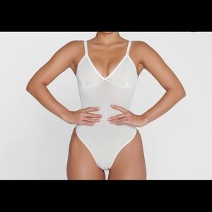 SKIMS Sheer Sculpt Bodysuit MARBLE MEDIUM